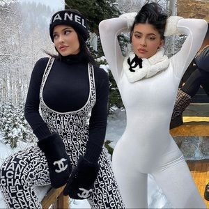 Rare Vintage fur Chanel scarf kylie Jenner white❄️